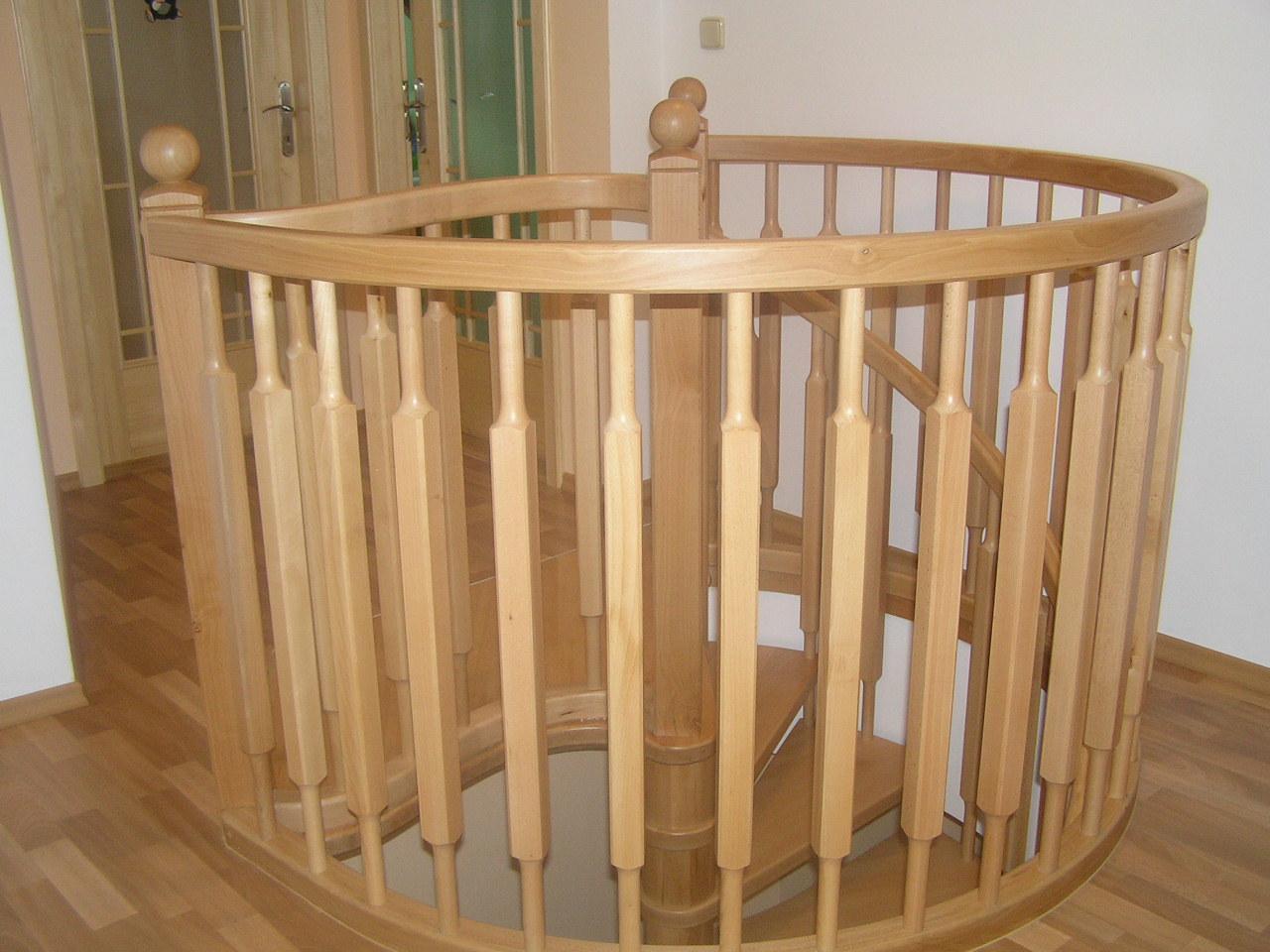 Vřetenové schody -masiv buk